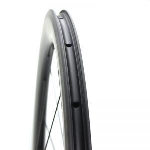 carbon-tubeless-wheel